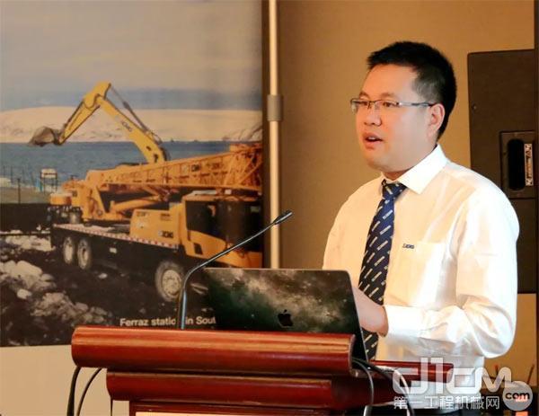徐工进出口公司副总经理刘权做主题演讲