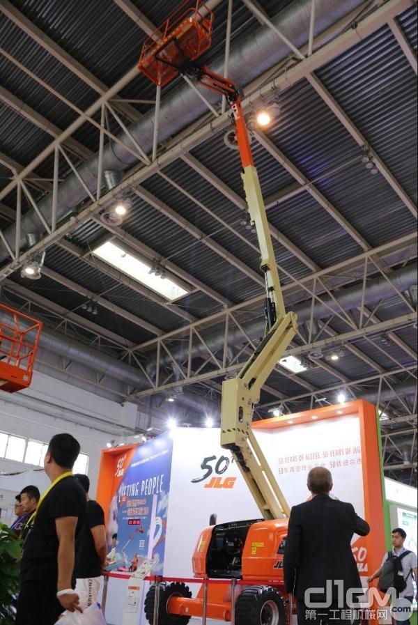捷尔杰亚洲首秀的18米的曲臂式高空作业平台520AJ