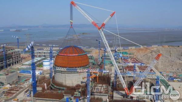 中联重科3200吨履带式起重机助力华龙一号穹顶吊装