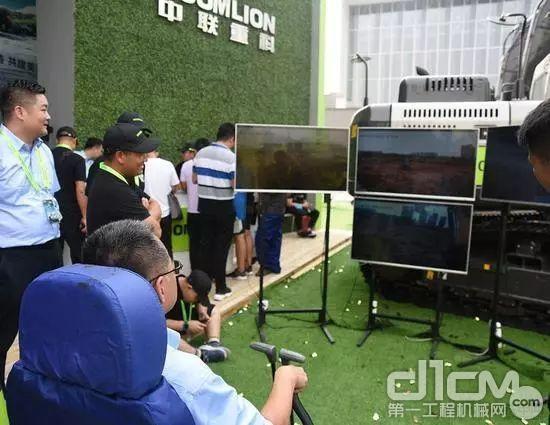 中联重科演示通过5G遥控在长沙的挖掘机