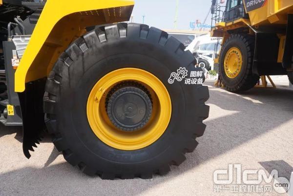 采用双钱33/65 R33轮胎