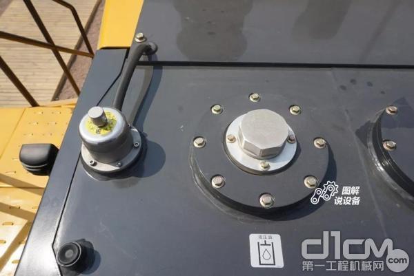 液压油箱设置在整机后部