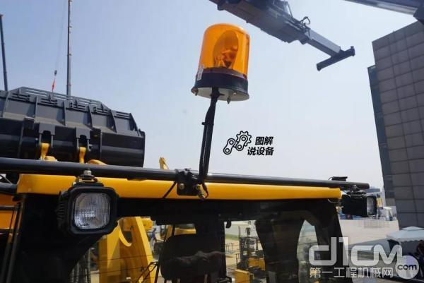 顶部设置安全警示灯