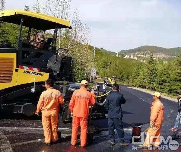 BF800C型履带式摊铺机道路施工