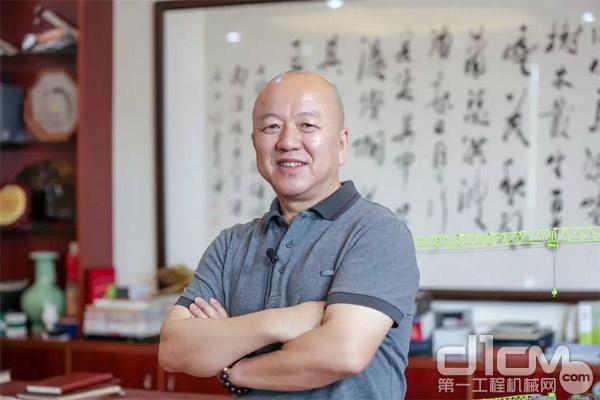 广东亮剑工程装备服务有限企业董事长唐洪亮