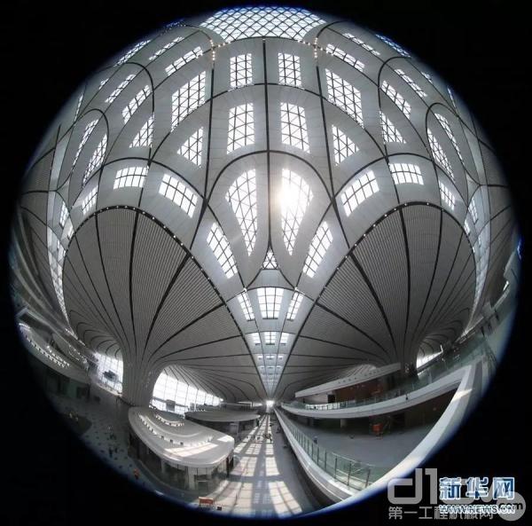鱼眼镜头拍摄的北京大兴国际机场航站楼内景