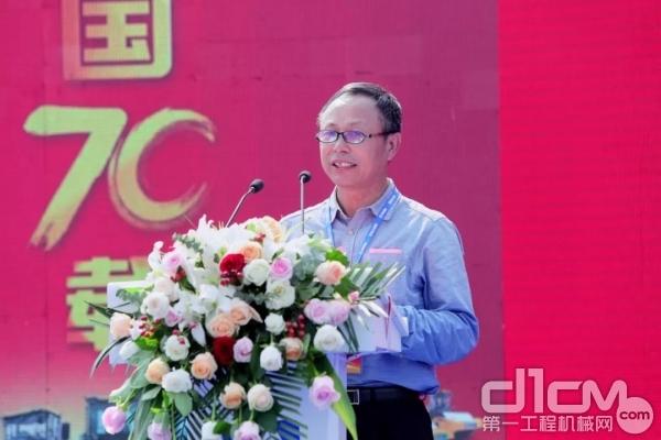 中国365bet体育工业协会路面与压实分会会长周贤彪致辞