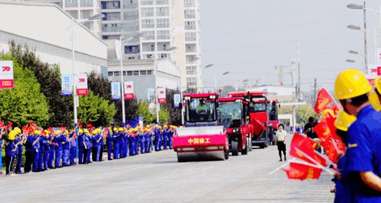 中国红!徐工尊贵限量版成套道路机械正式出道
