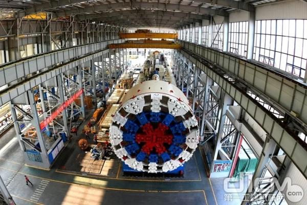 """铁建重工自主研发出口俄罗斯的11米级大直径盾构机""""胜利号"""""""