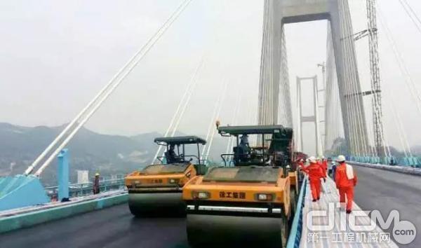 徐工成套道路机械在世界最高桥——北盘江大桥施工