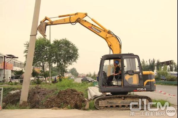 玉柴YC85-9挖掘机施工