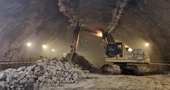 高效可靠 小松設備助力大型海底隧道施工項目