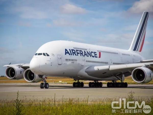 客机平稳降落在巴黎戴高乐机场