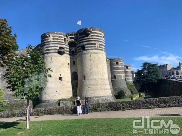 途经昂热城堡(Château d'Angers)