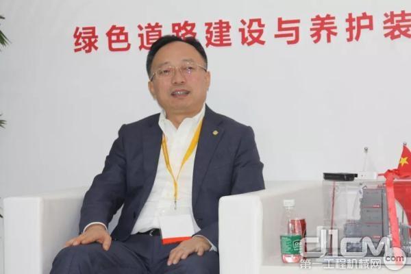 杨向阳董事长在上海<a href=http://news.d1cm.com/special/baumachina/ target=_blank>宝马展</a>接受媒体专访