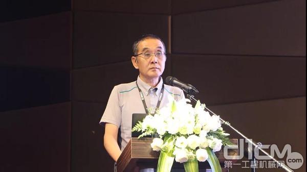 神钢建机(中国)有限公司的董事总经理纪藤真治讲话