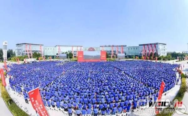 潍柴举行了万人同庆新中国70华诞主题活动