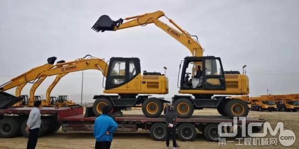 厦工设备开赴新疆阿克苏市