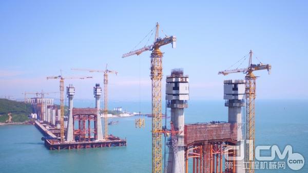 中联重科塔机助力平潭跨海大桥施工
