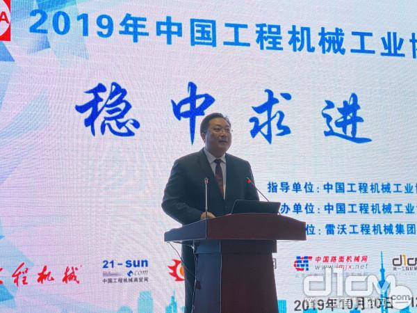 雷沃重工副总经理、雷沃365bet体育集团总经理 王宾致欢迎词