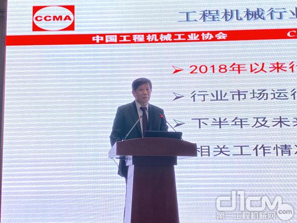 中国365bet体育工业协会副秘书长 严建国先生发表主旨发言