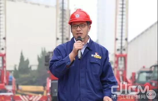 徐工消防党委副书记、纪委书记、工会主席许涛主持发车仪式
