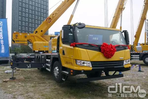 本次大赛选用的体验、比赛用机为徐工全新的XCT25L5(京六)汽车起重机