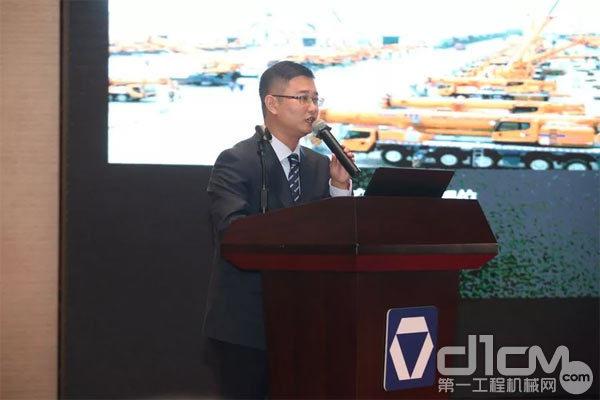 徐工集团起重机械事业部北京代表处销售经理邓猛,对KC经典版、国六/京六高能版产品进行先容