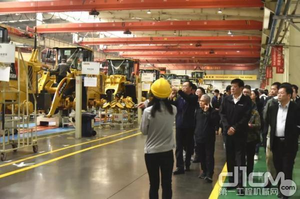 铲土运输机械分会代表团赴雷沃参观考察