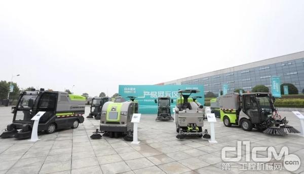智能小型环卫机器人族群