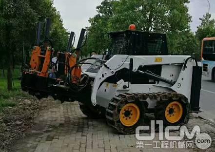 山貓 Earthforce S16 搭載移樹機屬具準備就緒