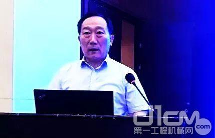薛城区政府党组副书记、薛城区经济开发区管委会主任王明先