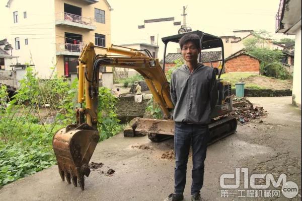 安徽黄山用户胡老板:买微挖 选玉柴就对了!