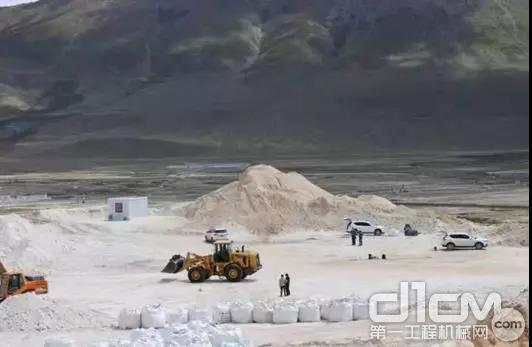 测试组到达西藏圣峰矿业高岭土矿区