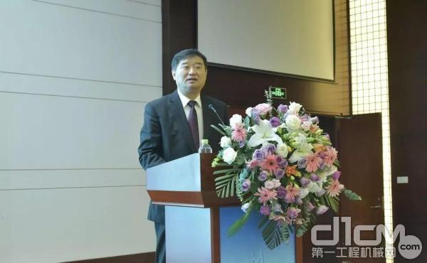 苏子孟秘书长应邀参加2019年度工程机械技术质量信息交流会