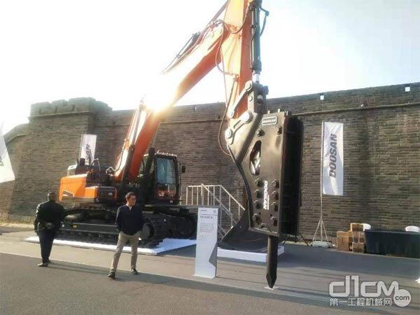 斗山DX450LC-9C挖掘机新品
