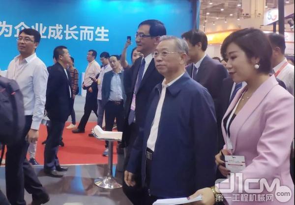 山东省委书记刘家义在展会现场