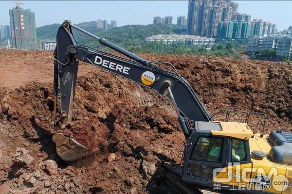 约翰迪尔E360LC挖掘机施工