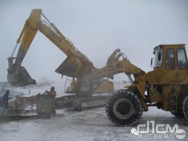 在南极施工的厦工设备