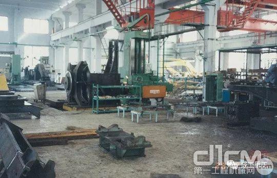 拍摄于1997年的成都神钢建设机械有限公司生产场面
