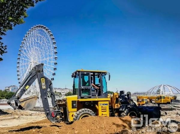 徐工WZ30-25挖掘装载机参与乌兹别克斯坦最大游乐场建设