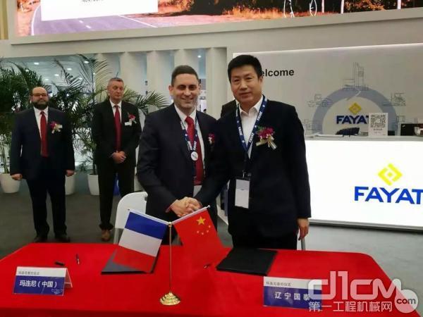 在2018上海宝马展上辽宁国泰邱总与玛连尼公司签署设备采购协议