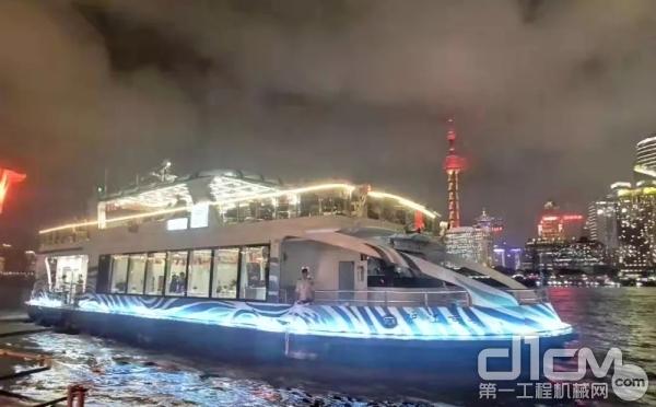 配装潍柴船舶动力的游船在上海外滩正式投入运营
