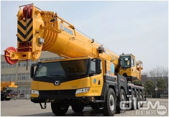 "XCT130-I采用六节""U型""65米主臂"