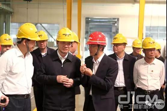福建省副省长林宝金一行莅临龙工龙岩生产基地调研