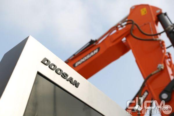 1994年10月,斗山工程机械正式进入中国市场