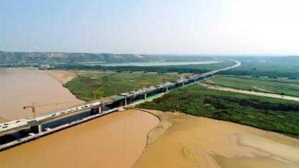 焦郑黄河大桥施工现场拍图