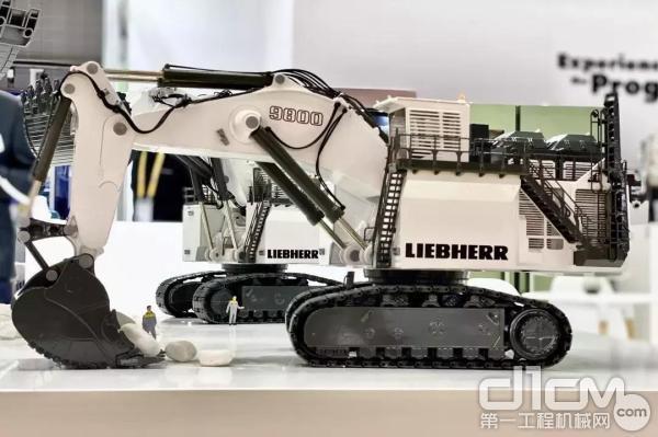 利勃海尔遥控矿用挖掘机模型