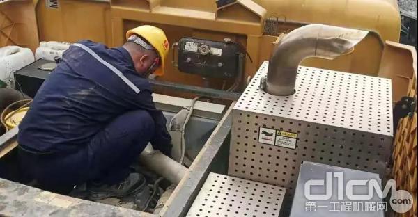 三一服务工程师维修设备