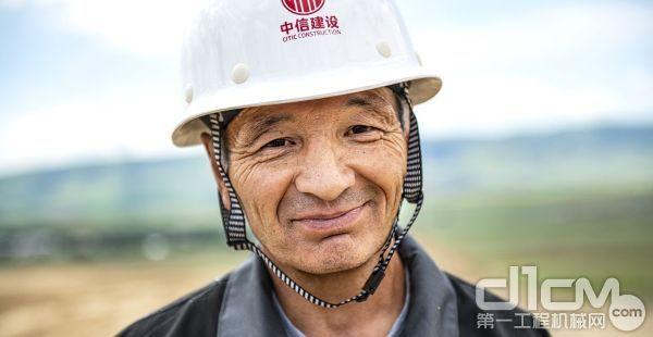 哈萨克挖掘机操作手加兹·杜塞肯诺夫(Gazis Duisekenov)